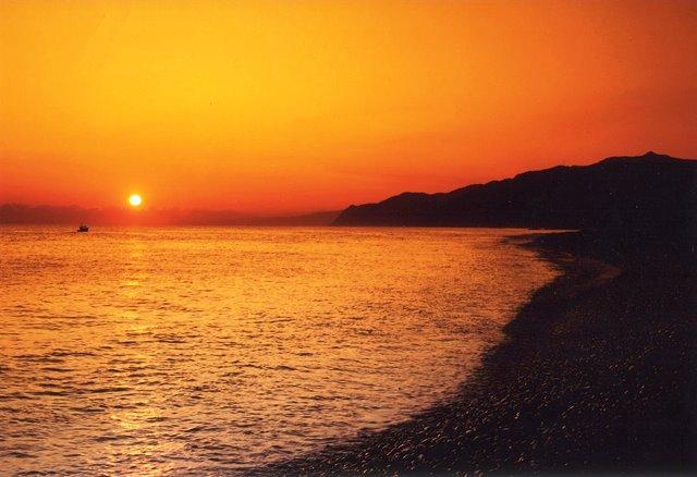 ヒスイ海岸の朝日